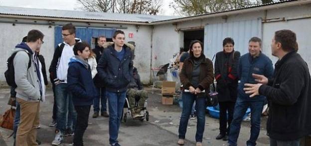 Les lycéens lors de leur passage à la Communauté Emmaüs Nantes (Bouguenais).