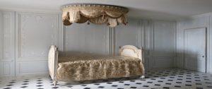 Chateau de Versailles - petit appartement de la Reine, rez-de-chaussee - salle de bains - lit a la polonaise